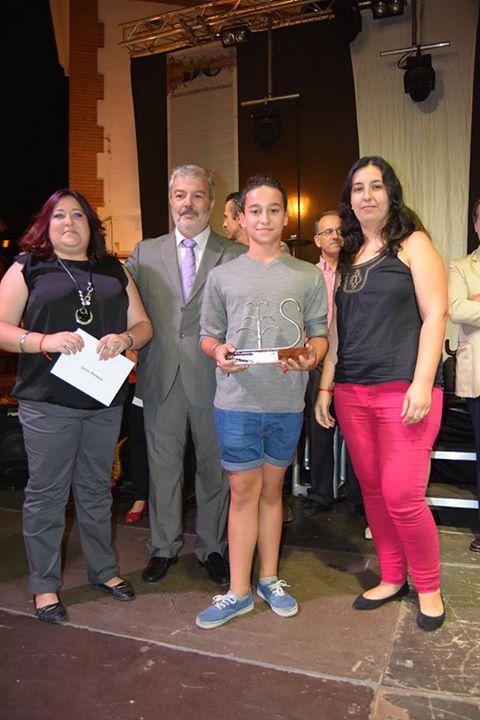 El Ayuntamiento de Fuente el Saz y la Comisión de Festejos entregan los premios Sauce 2014 a los vecinos más destacados.