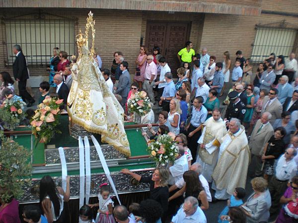 Procesión de la Virgen de la Antigua de El Casar durante las fiestas patronales del 2014