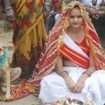 Una joven india se casa con un perro para alejar la mala suerte de su familia