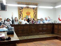 El pleno de El Casar aprueba una moción para la igualdad entre hombres y mujeres, menos Vox