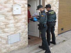 La Guardia Civil de Guadalajara lleva material informático a alumnos de institutos de zonas rurales