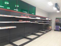 Mercadona de El Casar queda arrasado por el coronavirus mientras que Carrefour de Los Arenales, sin problemas por reponer de forma continua