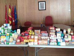 Los vecinos de Valdetorres de Jarama entregan comida para el banco de alimentos