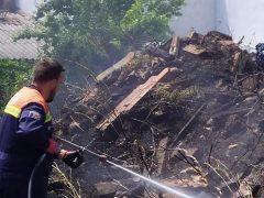Protección Civil de El Casar sofoca un incendio urbano debido a una obra
