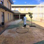 El Ayuntamiento de El Casar desinfecta los perímetros y patios de los centros de enseñanza del municipio
