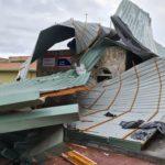 En Valdetorres de Jarama, los fuertes vientos arrancan todo el tejado del gimnasio del CEIPS  Jesús Aramburu