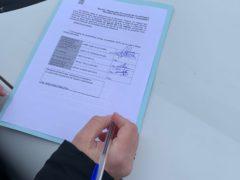 La alcaldesa de El Casar firma el replanteo del circuito del Pump Track para practicar ciclismo, skate y patines