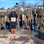 La UME ayuda al Ayuntamiento de El Casar en las labores de limpieza de la nieve y hielo en el municipio