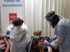 Los mayores de 80 años de Talamanca de Jarama comienzan a ser vacunados del Covid-19 por Sanidad